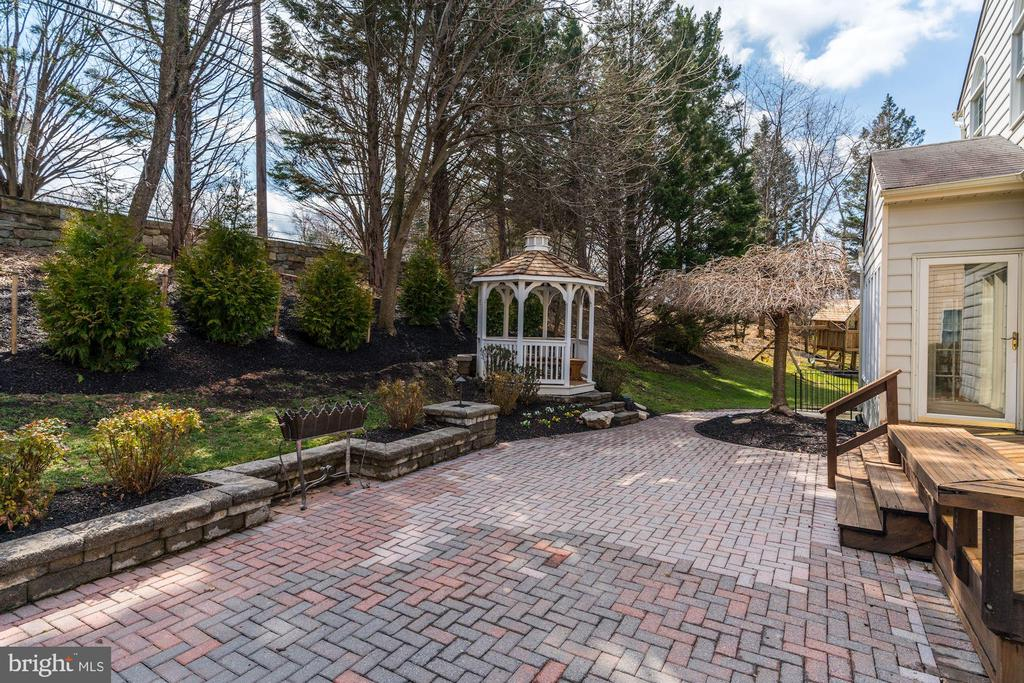 perfect for outdoor entertainment - 12 CLIMBING ROSE CT, ROCKVILLE