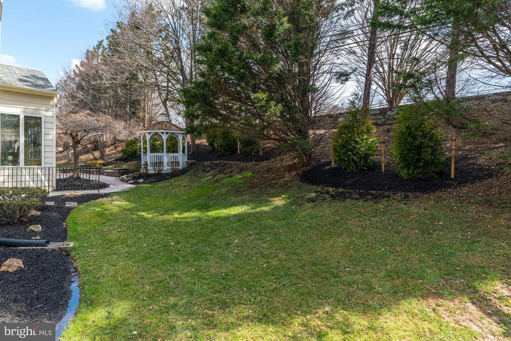 professionally landscaped - 12 CLIMBING ROSE CT, ROCKVILLE