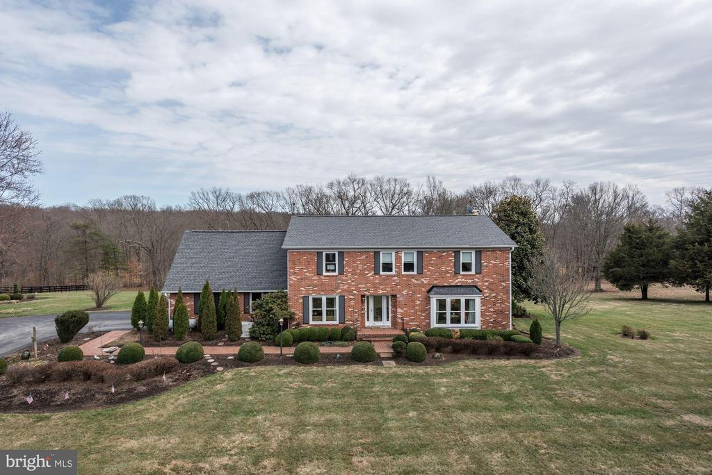 Brick front of this lovely property - 21960 OATLANDS RD, ALDIE