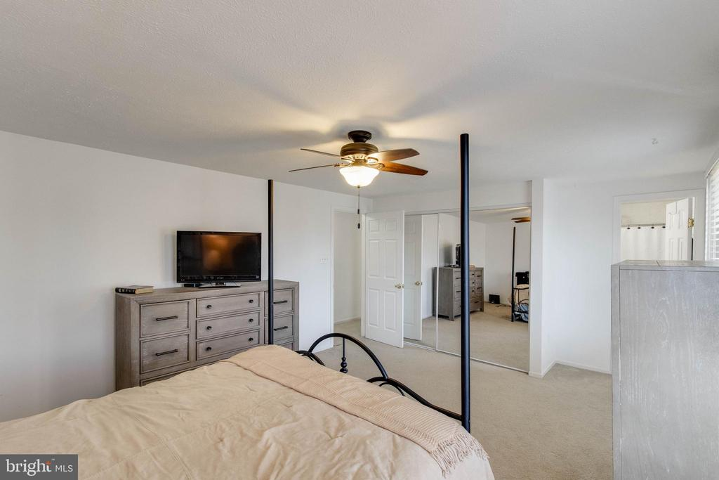 Large master bedroom with a full bath - 218 FALLSWAY LN, STAFFORD