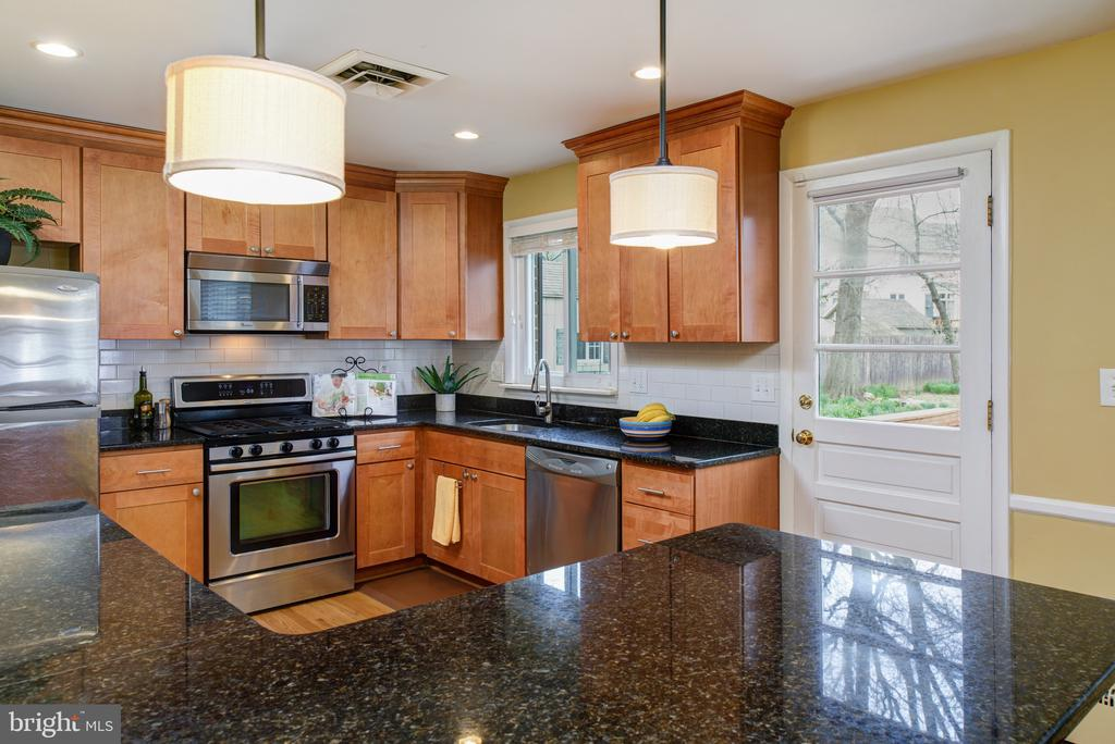 Gleaming granite - 2307 BARBOUR RD, FALLS CHURCH