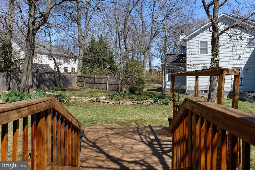 Private backyard oasis - 2307 BARBOUR RD, FALLS CHURCH