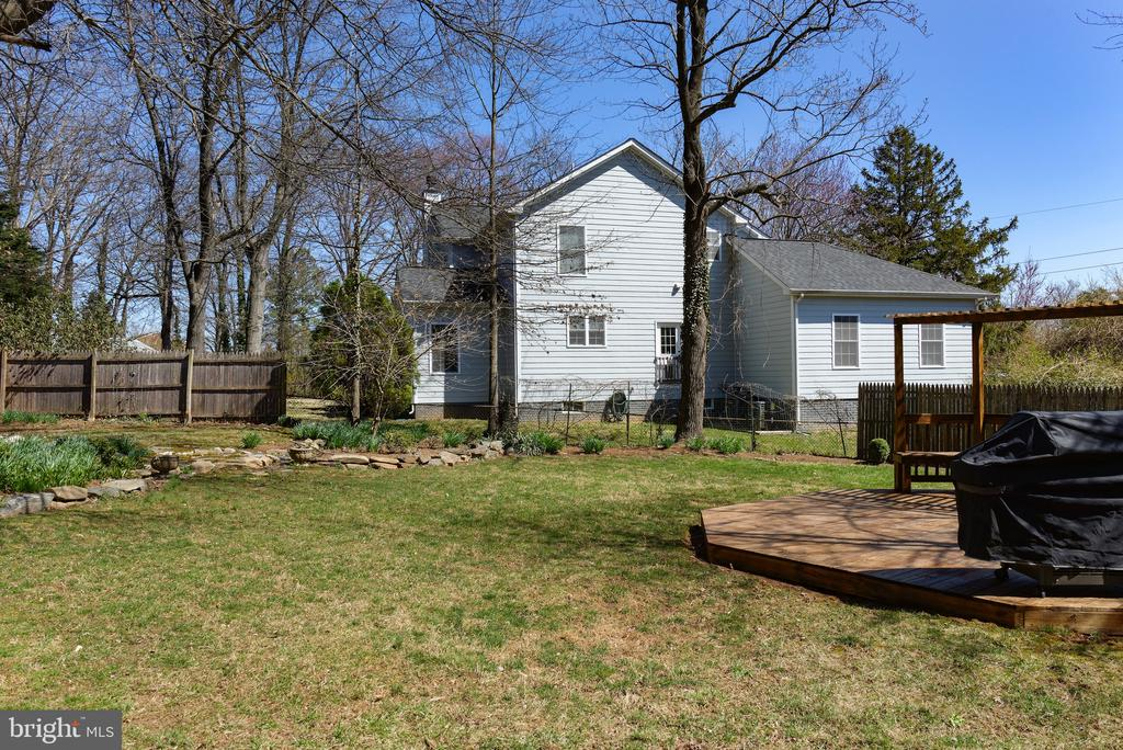 Fully fenced backyard - 2307 BARBOUR RD, FALLS CHURCH