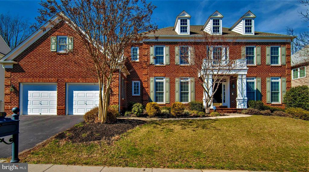 Over 7500 square feet of luxury! - 8938 RHODODENDRON CIRCLE CIR, LORTON