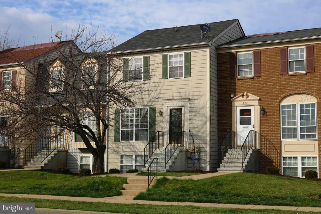 Inviting townhome style condo, maintenance free! - 434 TERRY CT #B3, FREDERICK