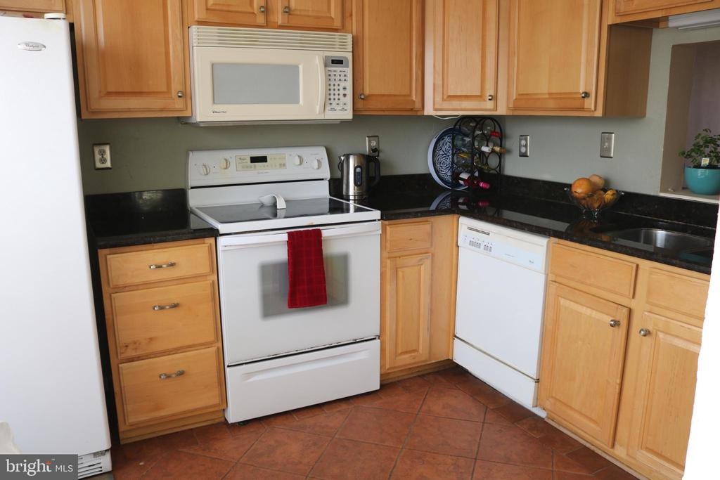 Updated Kitchen w/ tile floors. - 434 TERRY CT #B3, FREDERICK
