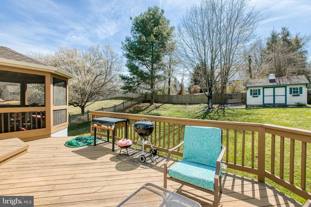 Nice size deck for entertaining - 5 OWEN ST, STAFFORD