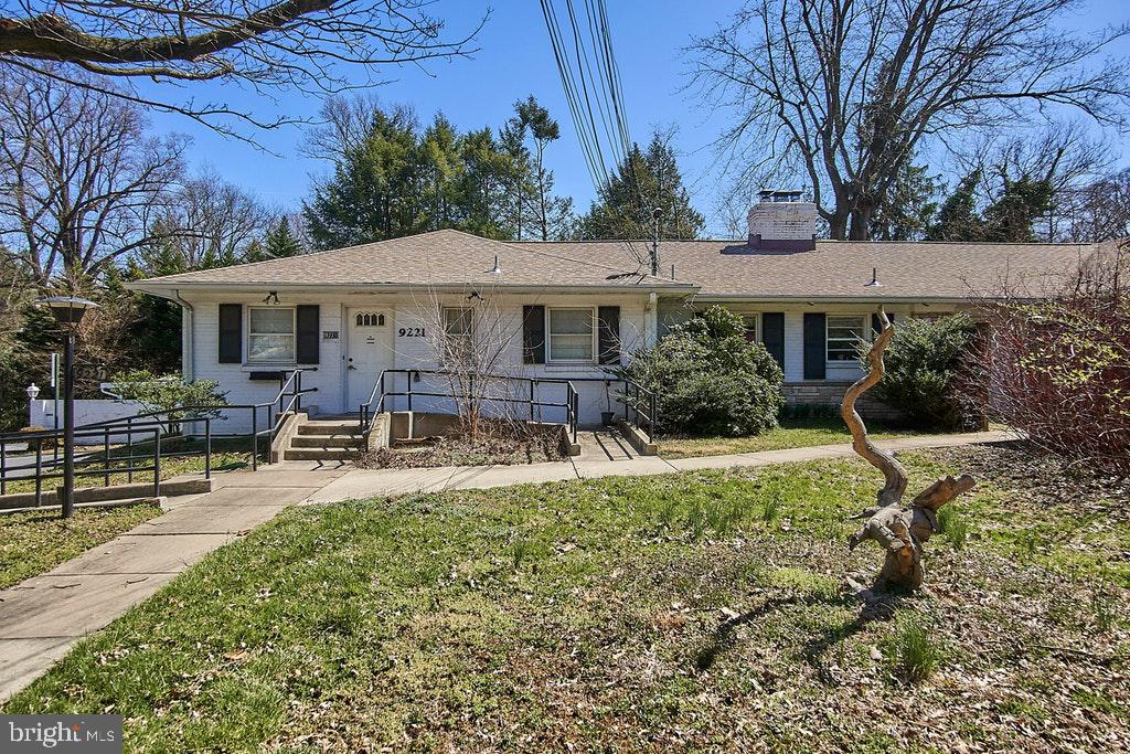 Front left - office/extra bedroom access - 9221 COLESVILLE RD, SILVER SPRING