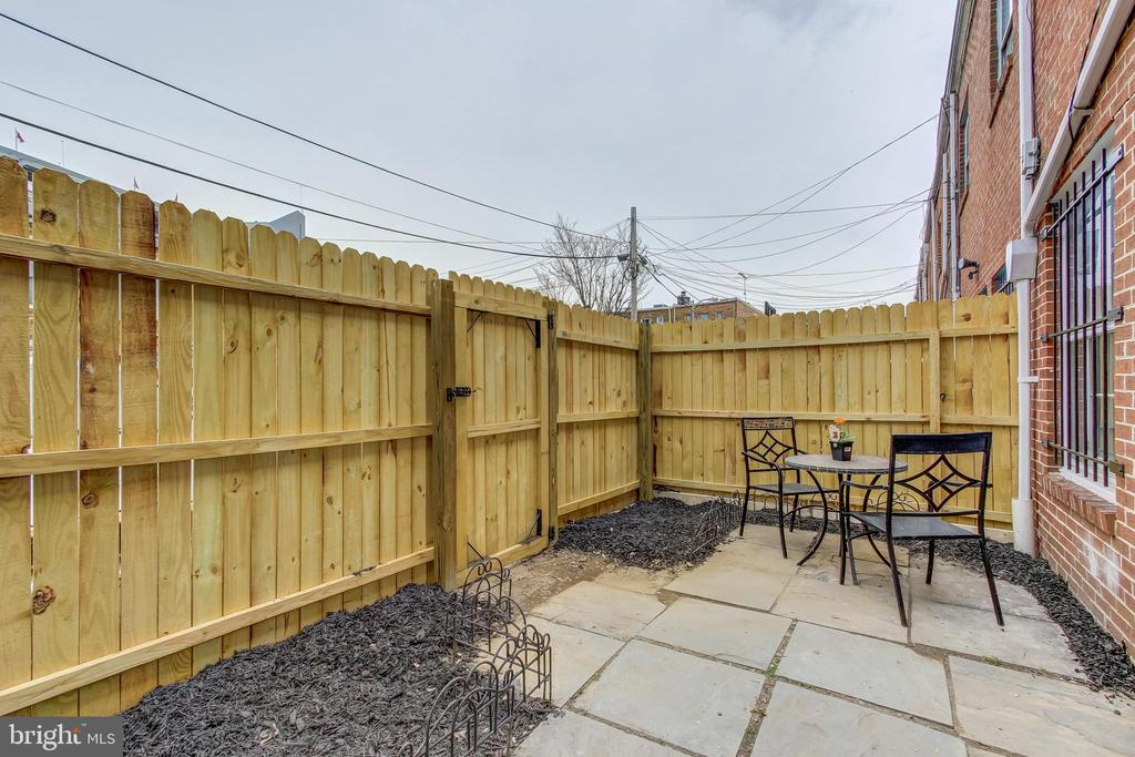 Private Patio with Space for Garden & BBQ - 1408 CARROLLSBURG PL SW, WASHINGTON