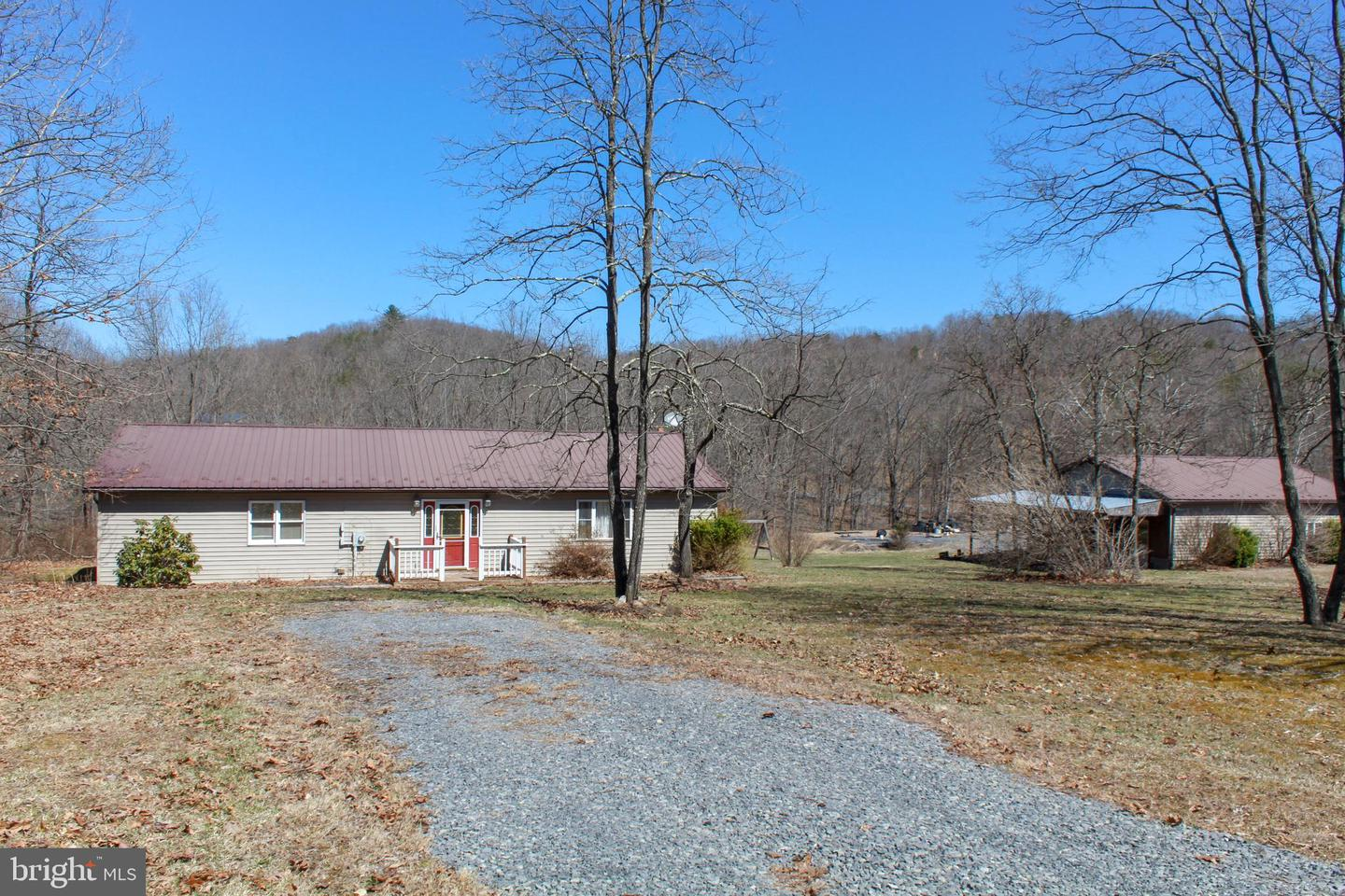 Single Family for Sale at 98 Doe Trl 98 Doe Trl Springfield, West Virginia 26763 United States