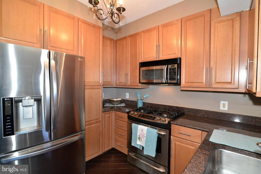 Stainless steel appliances - 11760 SUNRISE VALLEY DR #1014, RESTON