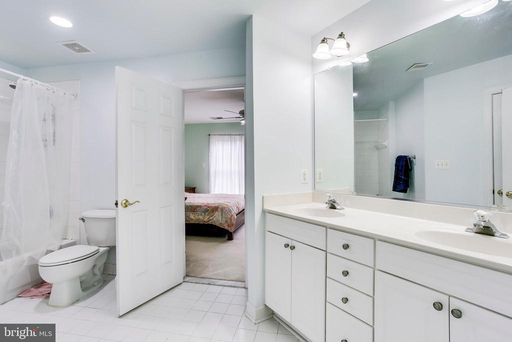 Bathroom - 1643 WHITE PINE DR, VIENNA