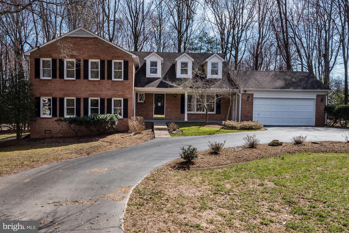 Single Family for Sale at 914 Warwickshire Ct Great Falls, Virginia 22066 United States