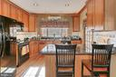 Country Kitchen is light and bright - 94 CANTERBURY DR, STAFFORD