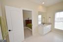 Upper level full bathroom - #3 - 13291 APRIL CIR, LOVETTSVILLE
