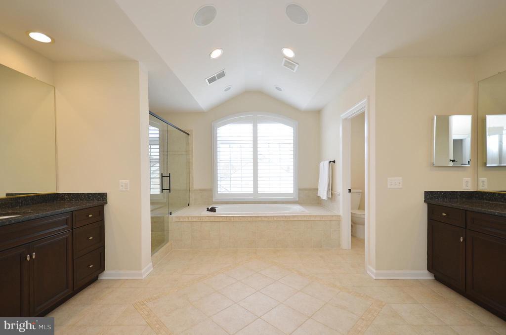 Master bathroom w/ His & Her vanities. - 13291 APRIL CIR, LOVETTSVILLE