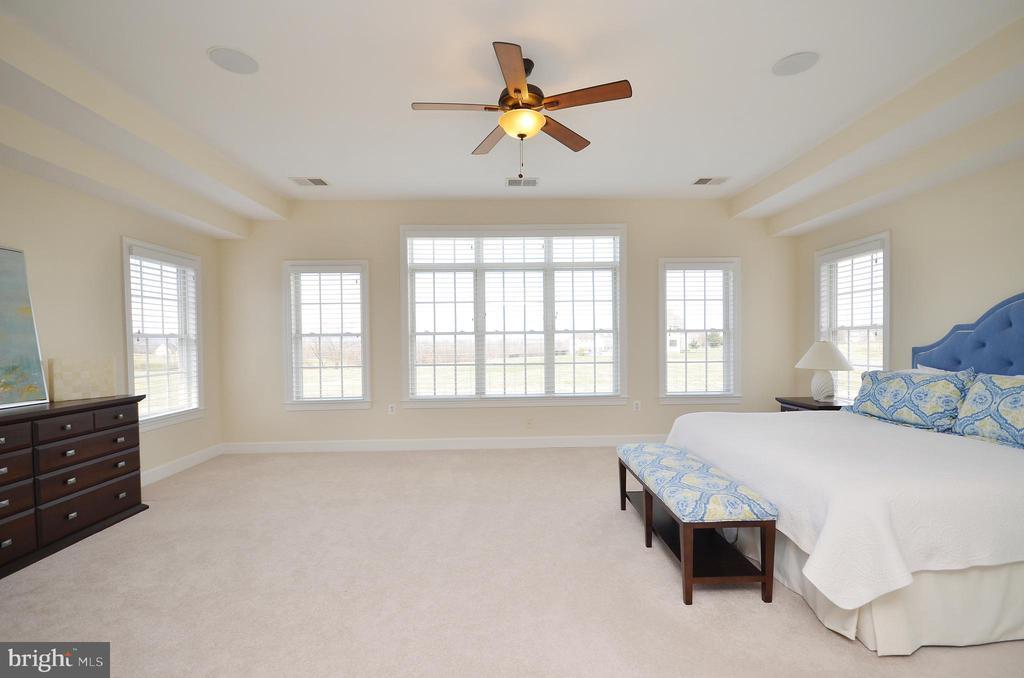 Spacious master suite. - 13291 APRIL CIR, LOVETTSVILLE