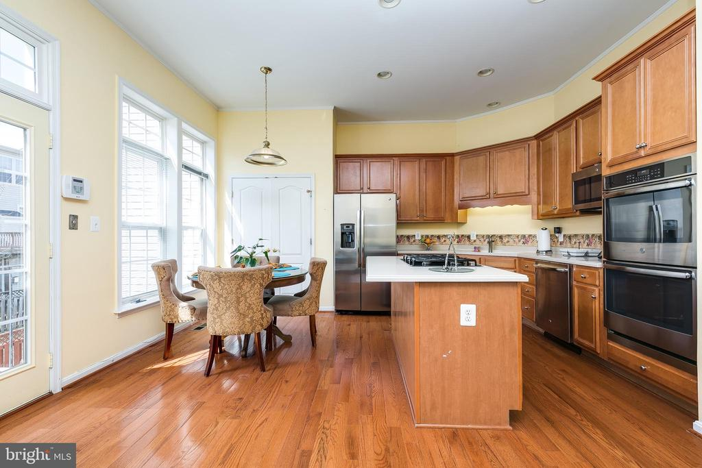 kitchen and dining - 21965 WINDOVER DR, BROADLANDS