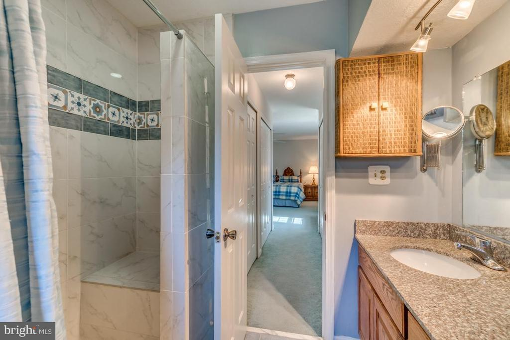Updated Tile in Master Shower with built-in seat - 1113 JOHN PAUL JONES DR, STAFFORD