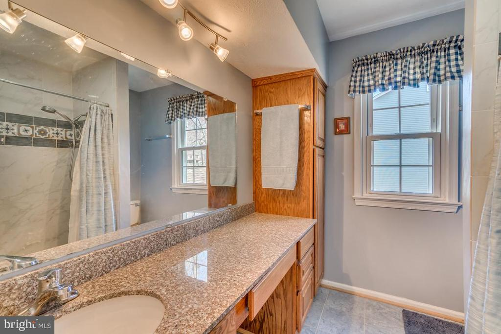 Updated Master bath with granite and tile floor - 1113 JOHN PAUL JONES DR, STAFFORD