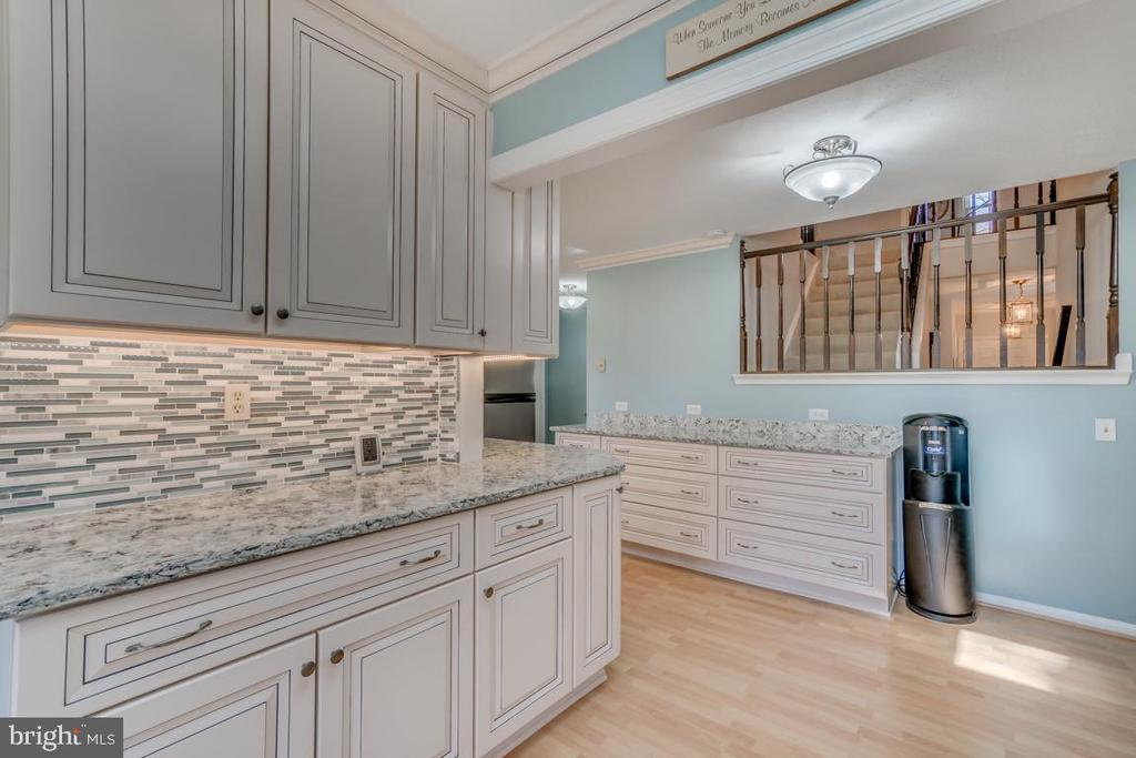 You will never run out of space in this kitchen! - 1113 JOHN PAUL JONES DR, STAFFORD