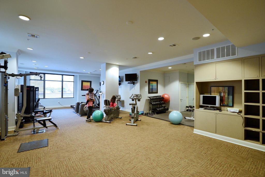 Fitness center - 12001 MARKET ST #214, RESTON