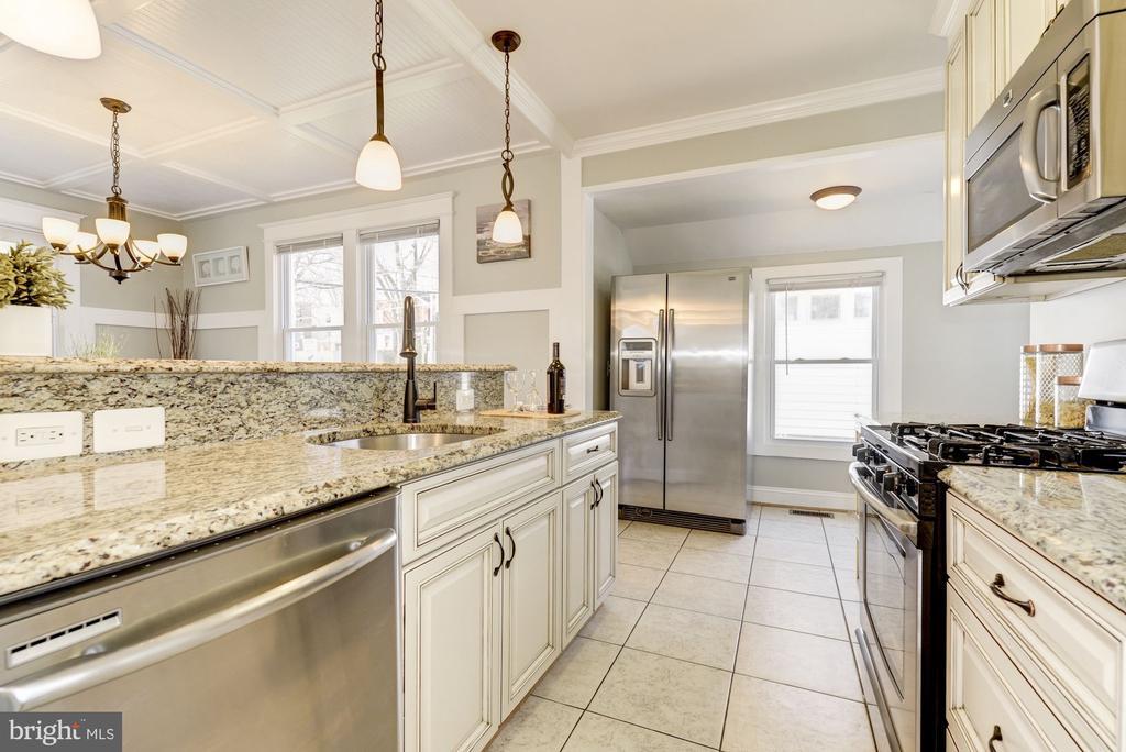 Gourmet kitchen - 4115 10TH ST NE, WASHINGTON