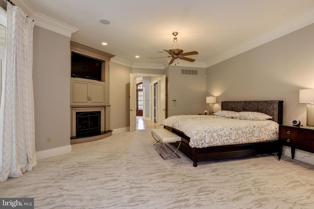 Main Level Owner's Suite - 8544 LEISURE HILL DR, BALTIMORE