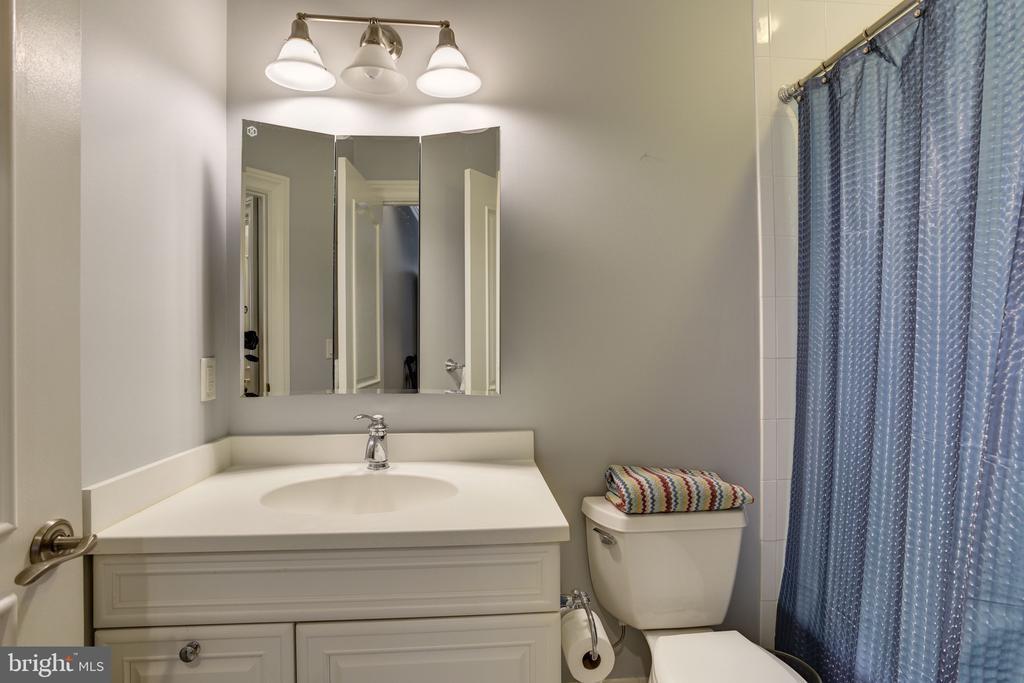 Bedroom en-suite #2 Full Bath - 8544 LEISURE HILL DR, BALTIMORE