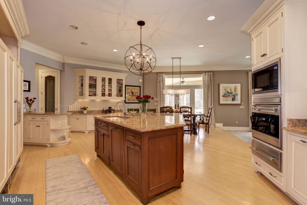 Gourmet Kitchen open to Breakfast Area - 8544 LEISURE HILL DR, BALTIMORE