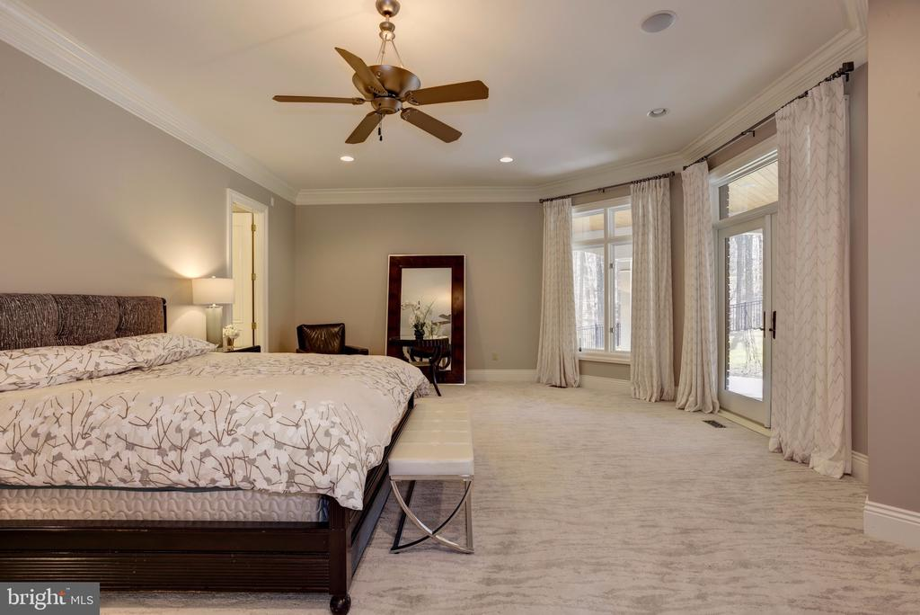 Main Level Owner's Suite w/ Floor-Ceiling Windows - 8544 LEISURE HILL DR, BALTIMORE