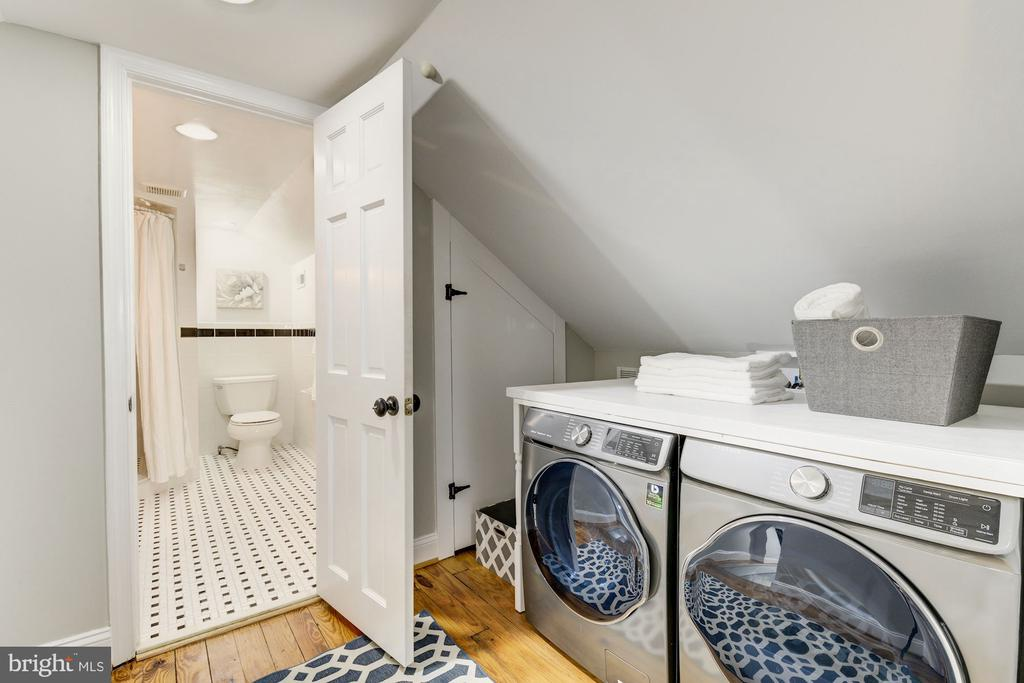 Full size w/d  located adjacent to master suite - 4115 10TH ST NE, WASHINGTON
