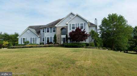 Частный односемейный дом для того Продажа на Address Restricted Millstone Township, Нью-Джерси 08535 Соединенные Штаты