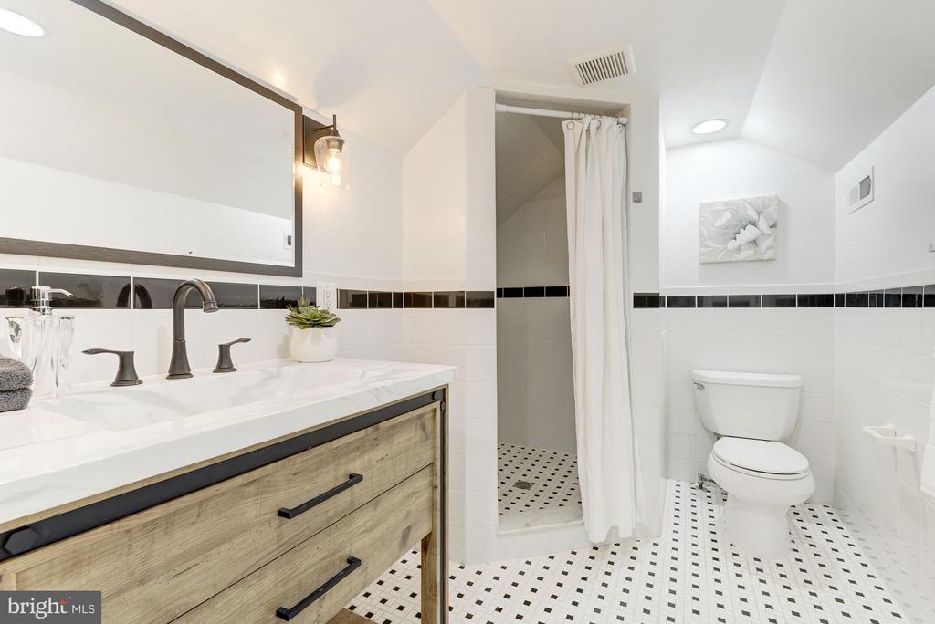 Sparkling and spacious master bath - 4115 10TH ST NE, WASHINGTON
