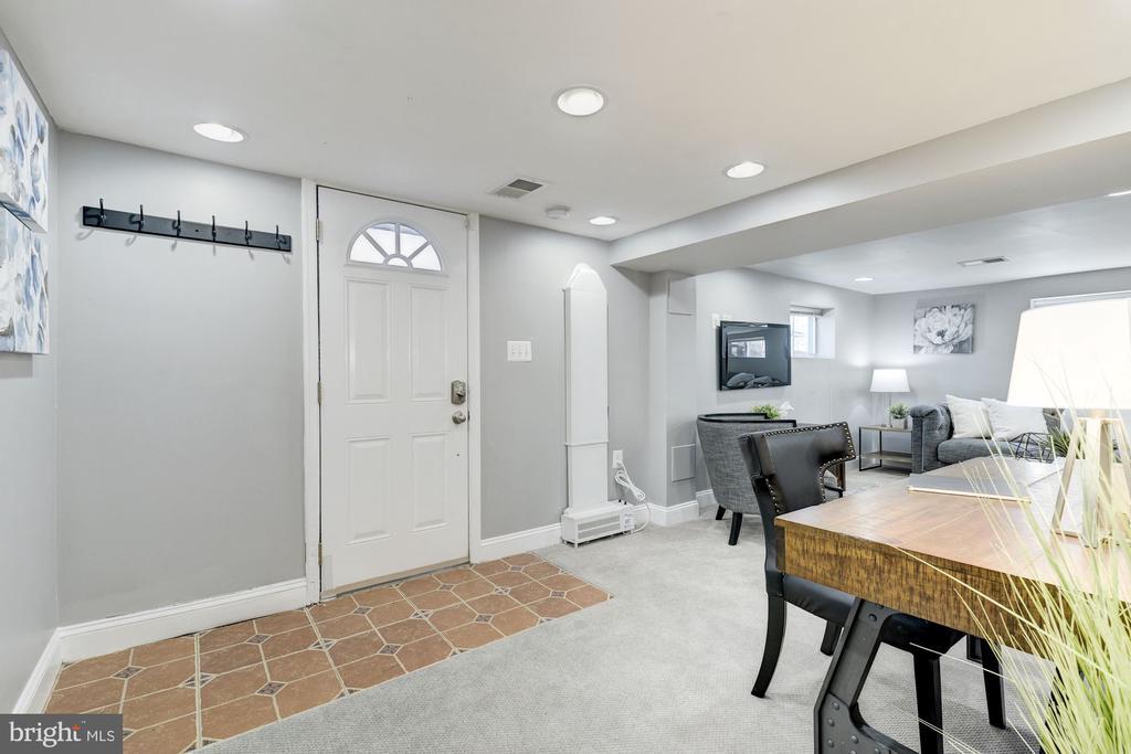 Lower level features rear entrance - 4115 10TH ST NE, WASHINGTON