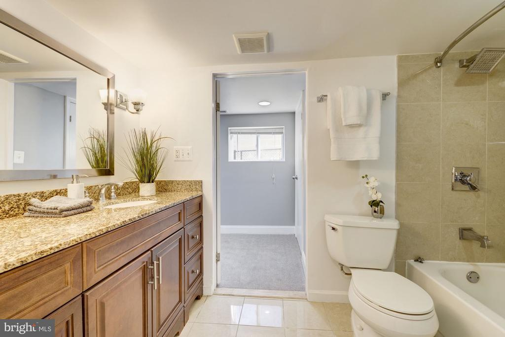 Lower level full bath - 4115 10TH ST NE, WASHINGTON