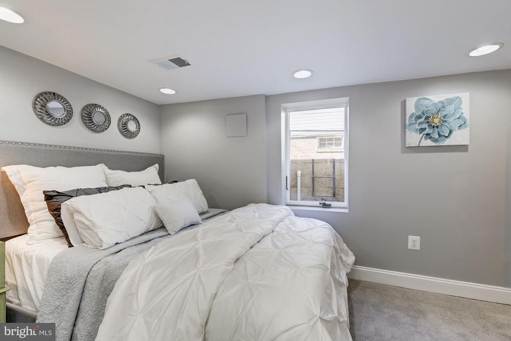 Lower level bedroom - 4115 10TH ST NE, WASHINGTON