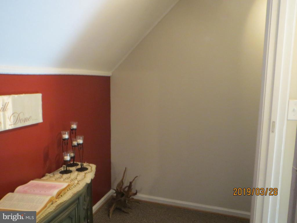 hallway between upstairs bedroom - 317 BURMAN LANE, FREDERICKSBURG