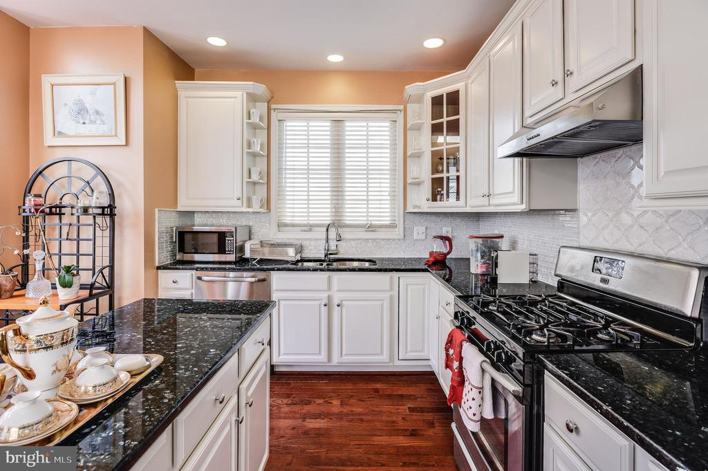 sleek/luxury  white solid white wood cabinets - 8247 ELECTRIC AVE, VIENNA