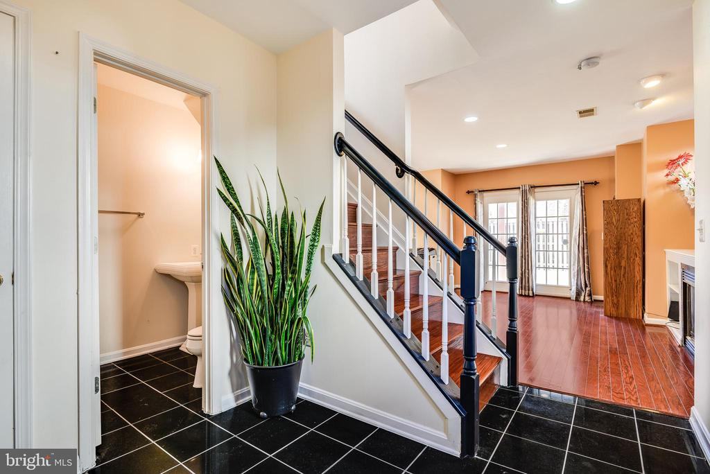 welcome home foyer - 8247 ELECTRIC AVE, VIENNA