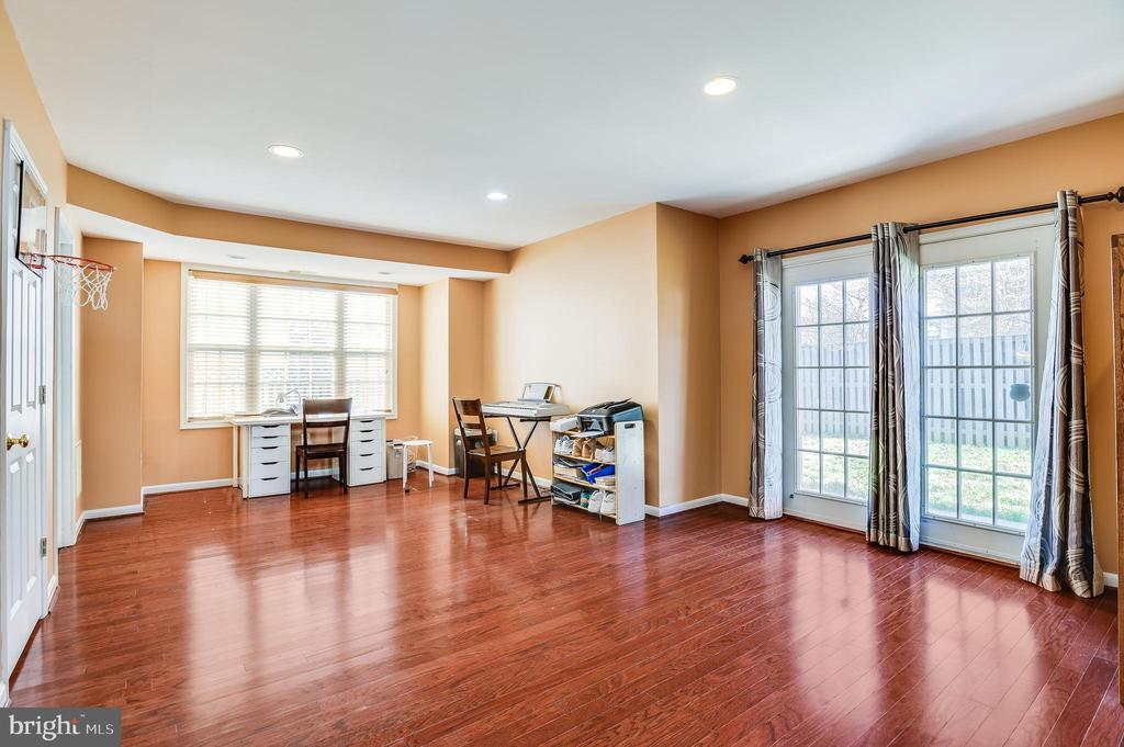 huge family room in basement - 8247 ELECTRIC AVE, VIENNA