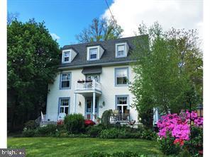 Maison unifamiliale pour l Vente à 9 W CEDAR Avenue Merchantville, New Jersey 08109 États-Unis