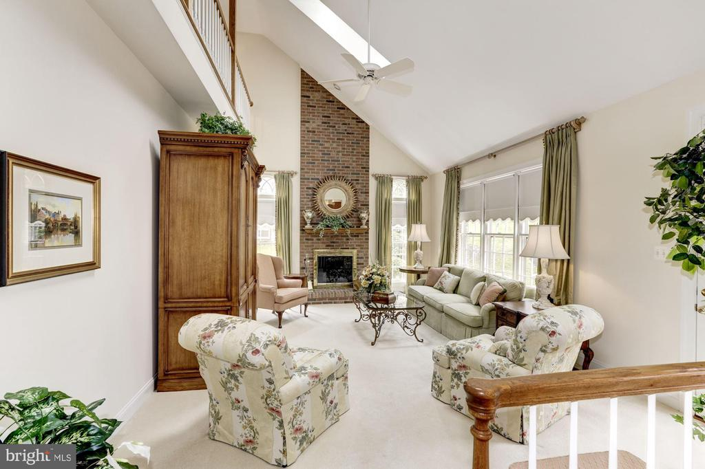 2-story Family room is filled with natural light - 1114 ROUND PEBBLE LN, RESTON