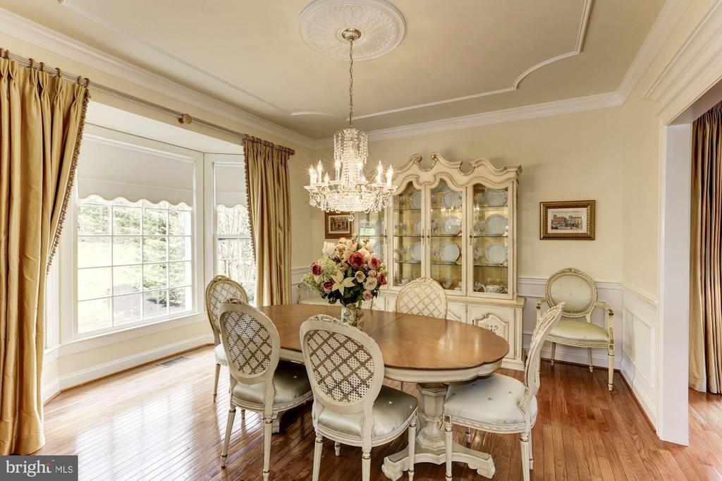 Bay window brings in tons of light in the DR - 1114 ROUND PEBBLE LN, RESTON
