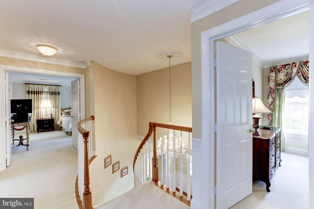 Upper Hallway leads to double door Owner's Suite - 1114 ROUND PEBBLE LN, RESTON