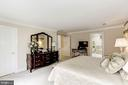Huge Walk-in closet in Owner's Suite - 1114 ROUND PEBBLE LN, RESTON