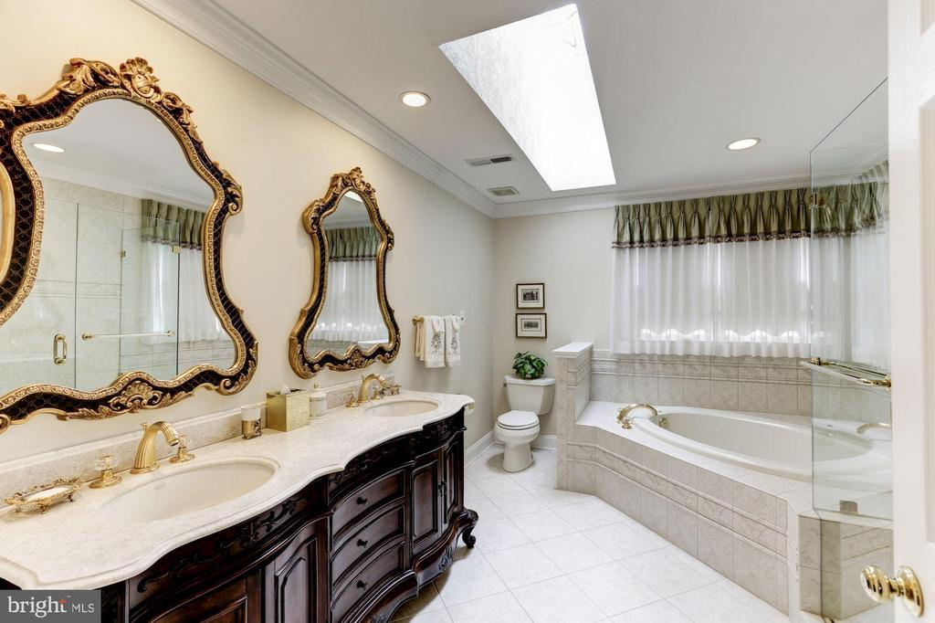 Updated Owner's Bath with separate tub and shower - 1114 ROUND PEBBLE LN, RESTON