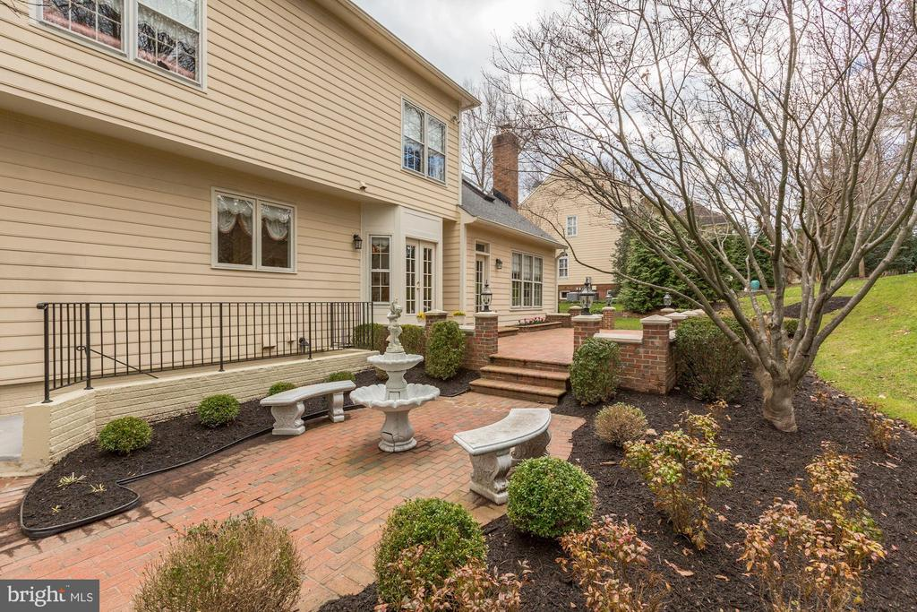 Such a lovely private setting for your enjoyment - 1114 ROUND PEBBLE LN, RESTON