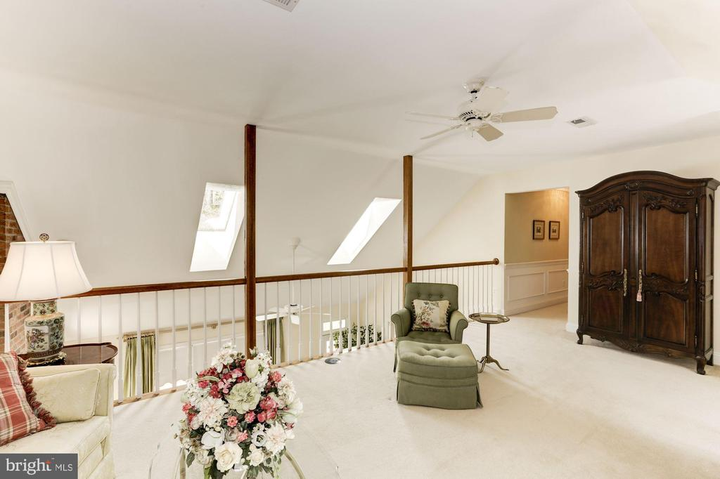 Very large Loft is perfect for office or den - 1114 ROUND PEBBLE LN, RESTON