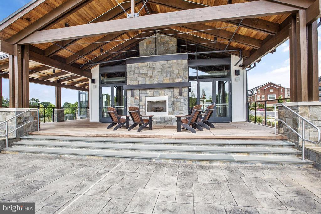 Retreat Fireplace - 314 BALDWIN ST, GAITHERSBURG